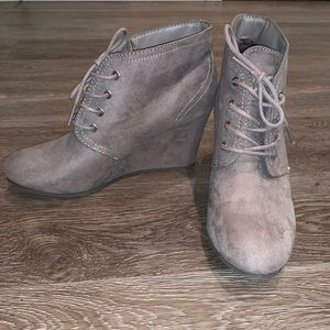 Shoes - Size 9 wedged booties